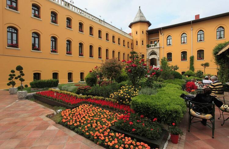 13- Four Seasons Hotel İstanbul at Sultanahmet / Türkiye