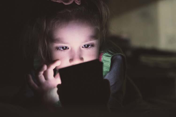 İnternet çocuklar için tehlike sinyalleri veriyor