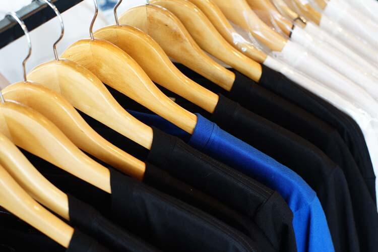 Koyu renk elbiseler giymek sivrisinek tarafından ısırılma riskini artırıyor