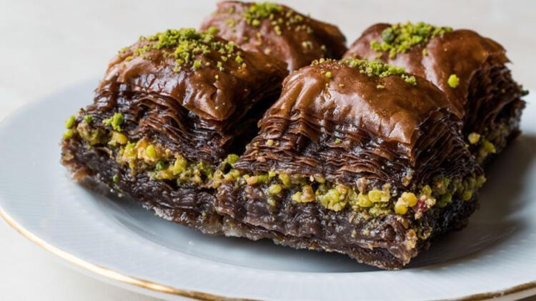Dondurmalı çikolatalı ev baklavası tarifi