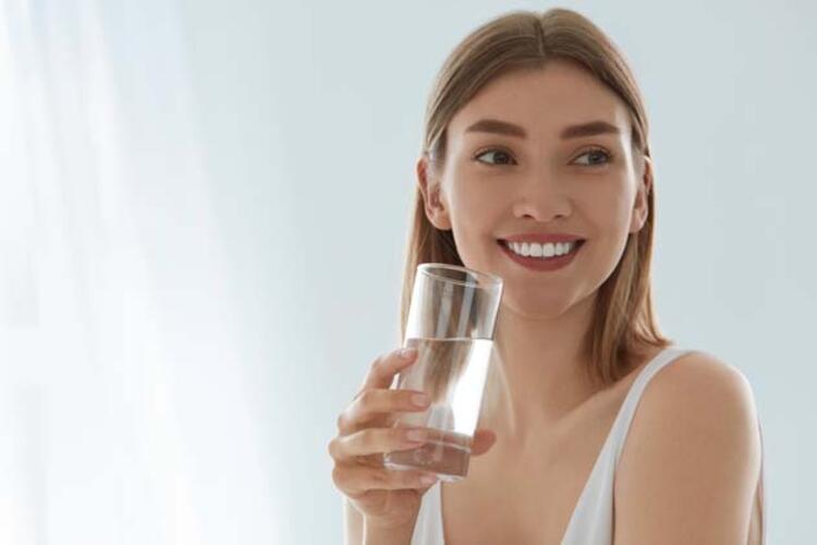 Yeterli miktarda sıvı tükettiğimizi nasıl anlarız