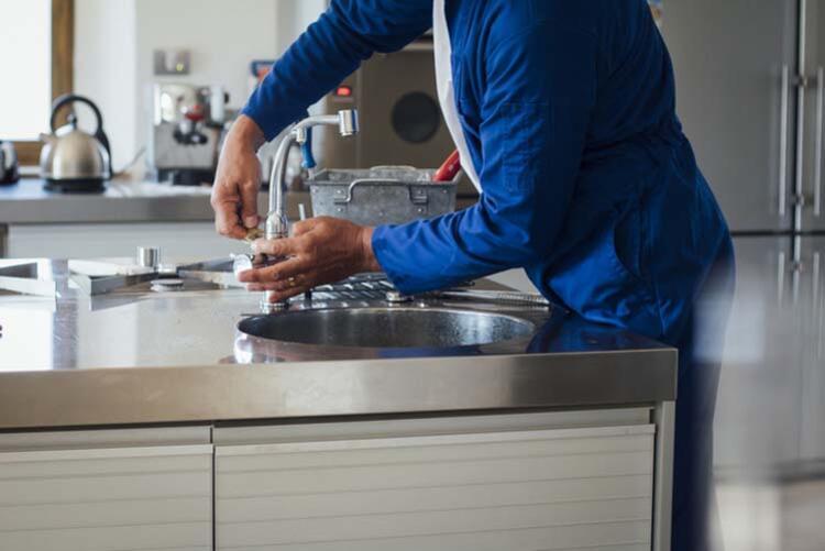 Evde tadilat yapılırken sık dokunulan alanlar temizlenmeli