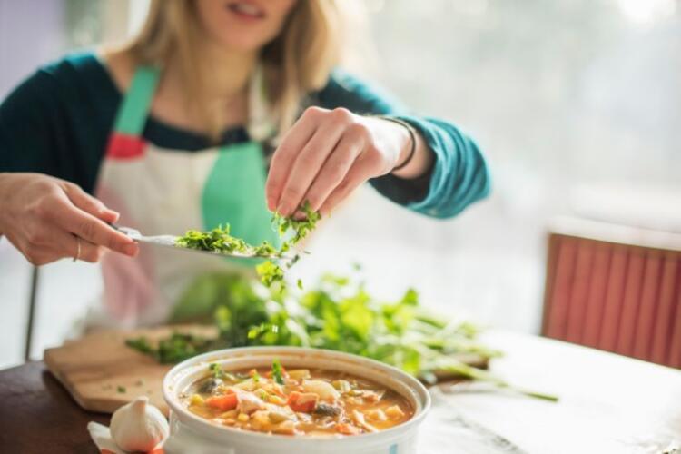 Tatlı Krizleriyle ve Sürekli Yeme İsteği ile Nasıl Başa Çıkılır?