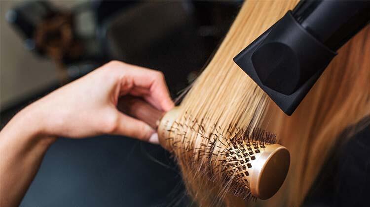 Kadınlar saçlarında değişiklik yaparak kendilerini toparlıyor