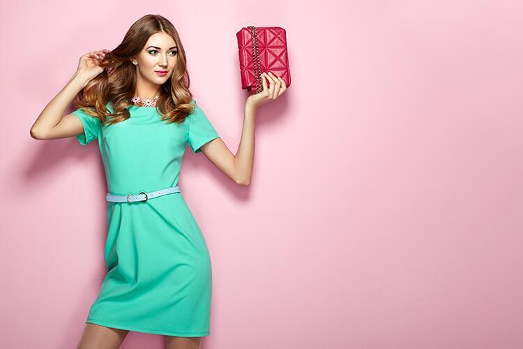 Ciddi ve çekici olmanın sırrı klasik elbise modelleri