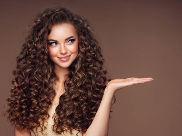 Ekstra uzun bukleli saçlar