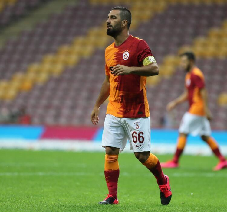 - Arda Turan, 3 bin 403 gün sonra Galatasaray formasını giydi