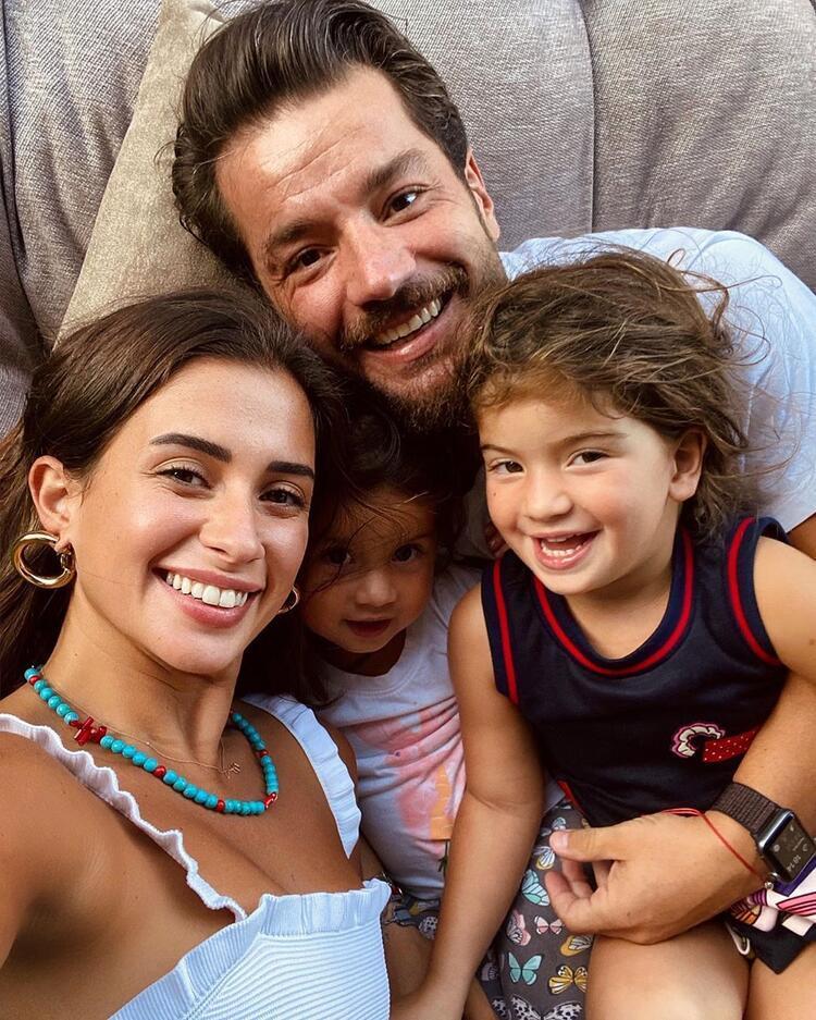Mutlu aile pozu