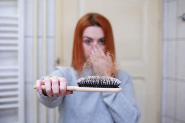 •Mevsim geçişlerinde saç dökülmesi neden olur
