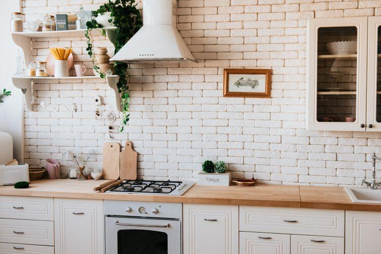 Küçük mutfaklarda taş detayları