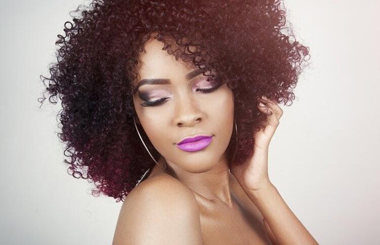 Kıvırcık saç kesim modeli