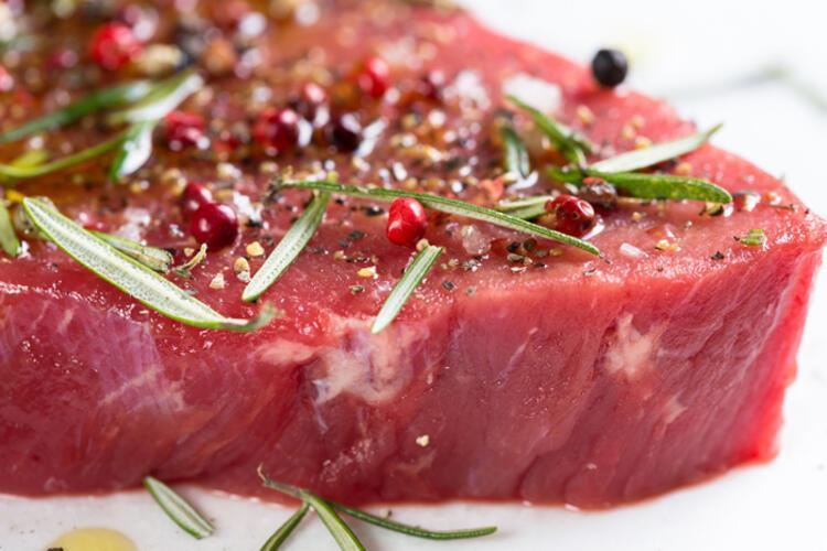 Et parlak kırmızı renkte olmalı