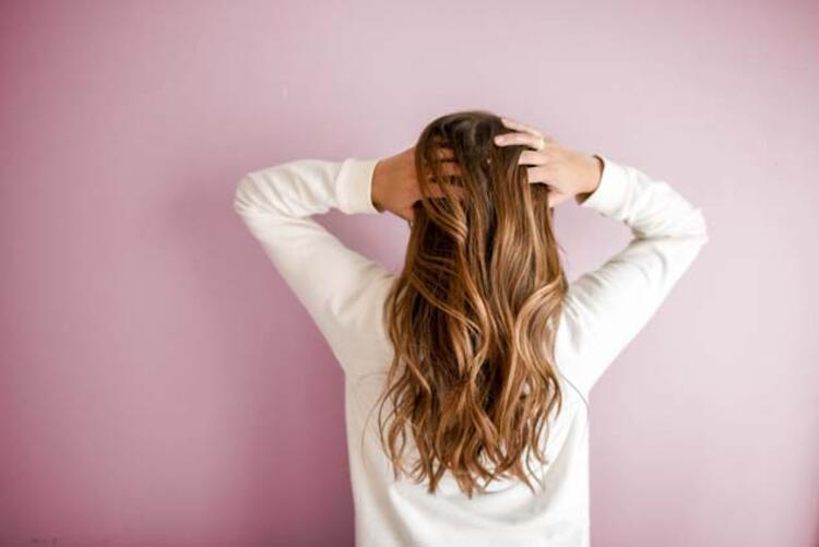 Saç masajı yapın
