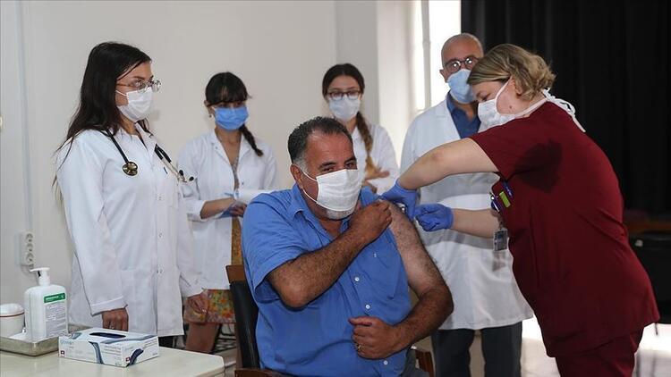 Salgına karşı geliştirilen FAZ 3 aşamasındaki ilk aşı yapıldı