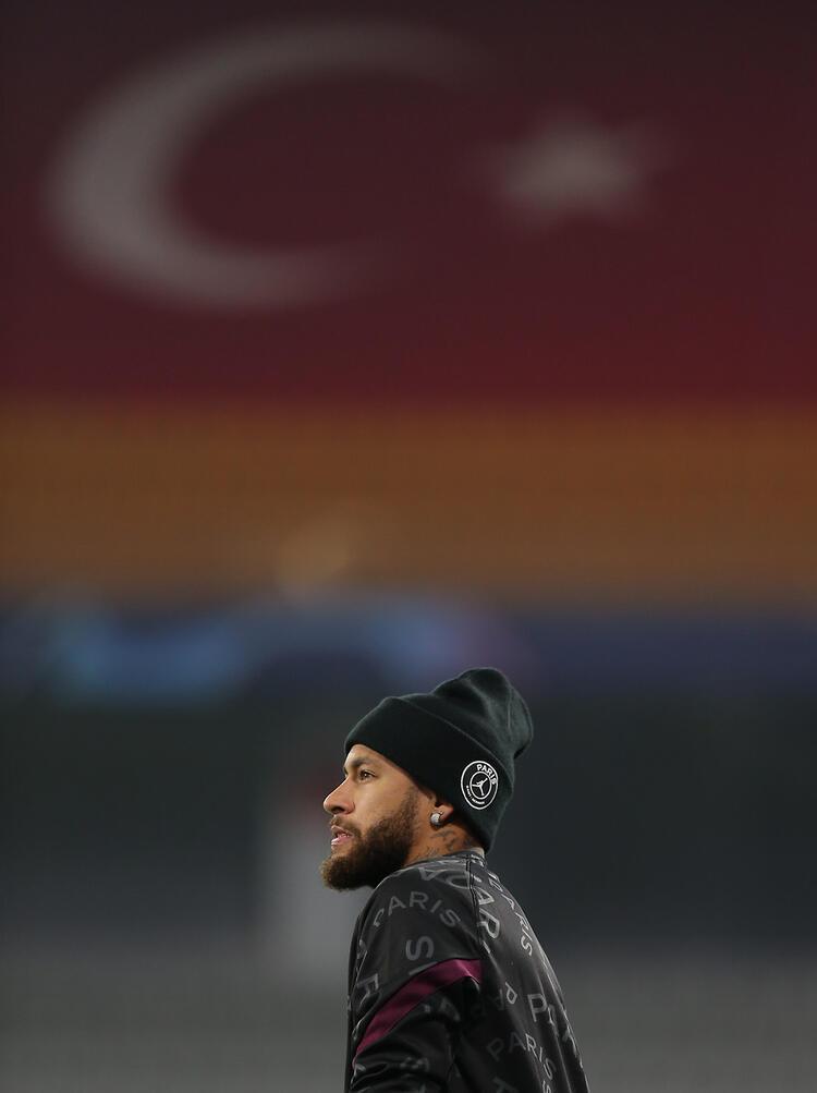 - Tribünlerde Türk bayrakları yer aldı