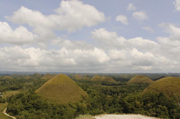Filipinler'deki Bohol Adası'nın Çikolata Tepeleri