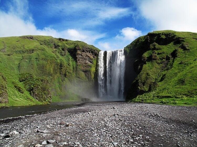İzlanda, Sgokar'daki  Skogafoss Şelalesi