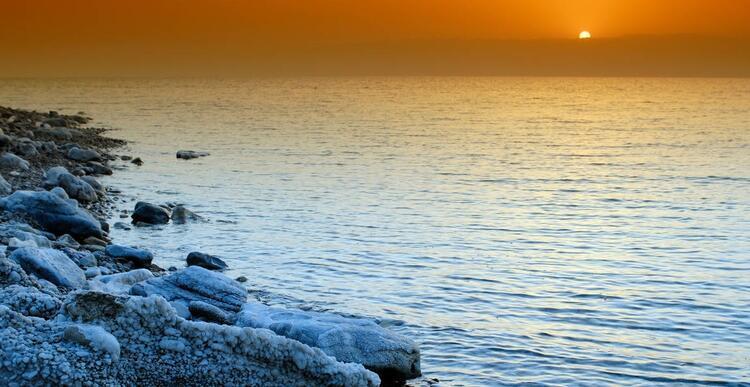 İsrail ve Ürdün'deki The Dead Sea (Ölü Deniz)