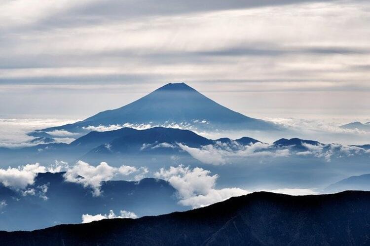 Japonya'nın Honshu kentindeki Fuji Dağı