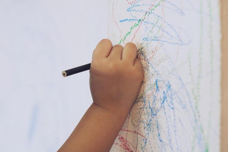 Duvardaki kalem lekelerini çıkarın