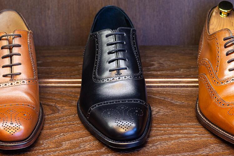 Ayakkabılardaki çizgileri giderin