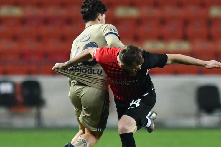 Futbolcular neden sevinç pozu verip paylaşmıyor