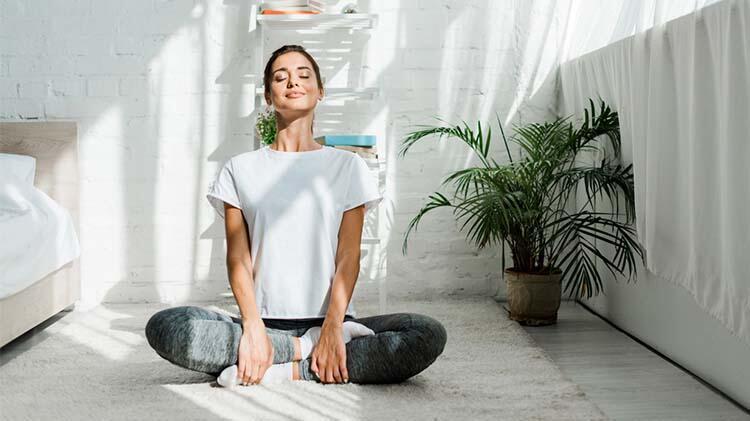 Yogada ilerleme ne kadar geriye eğilebildiğiniz veya kol dengenizle ölçülür