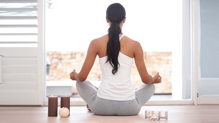 Yoga yapmak için düzenli ve derin nefesler almak gerekir