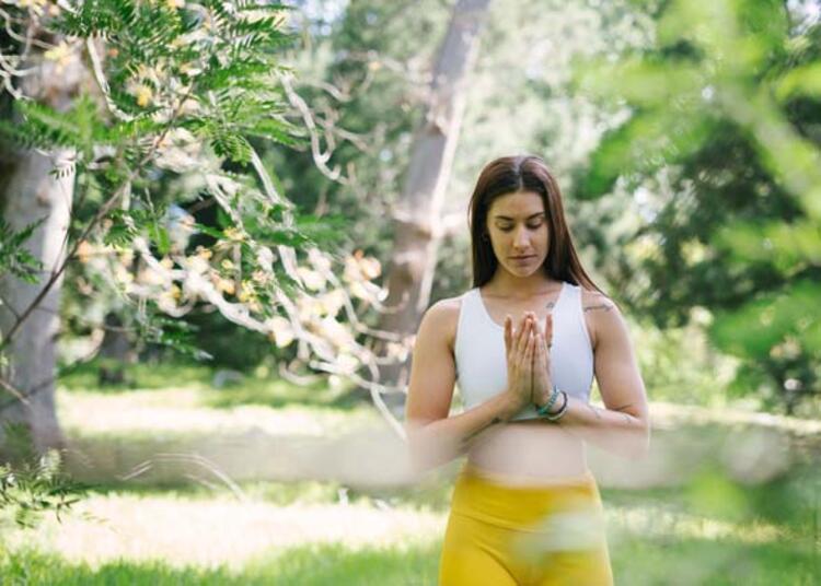 Yoga yapmak için bir yoga stüdyosuna gitmek gerekir