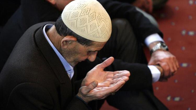 Müslümanlar bu gece, bir kez daha Kuranın önemini düşünüp kavramalı