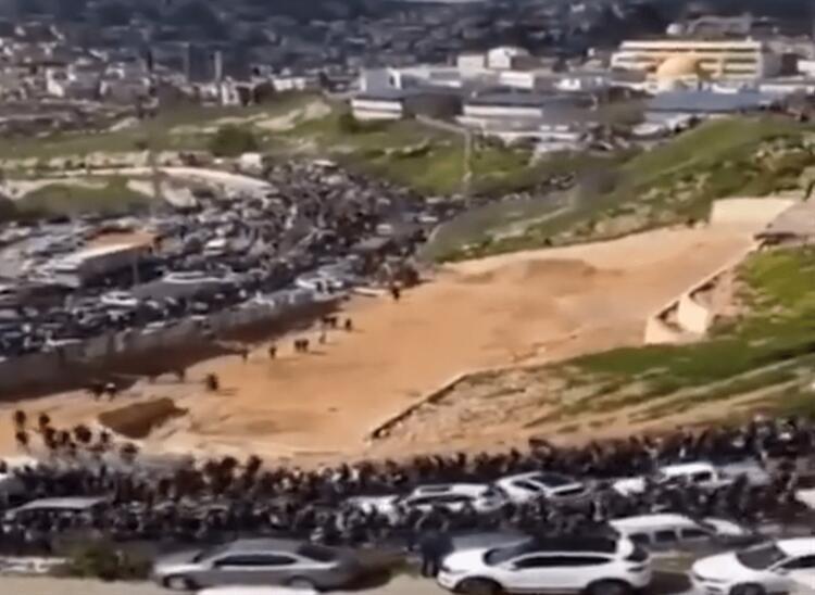 BİNLERCE FİLİSTİNLİ MESCİD-İ AKSAYA YÜRÜYOR