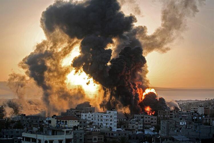 Son Dakika: İsrail tüm dünyanın gözü önünde saldırılarına ara vermeden  devam ediyor... Filistin'de ölü/yaralı sayısı artıyor. İşte en son  gelişmeler