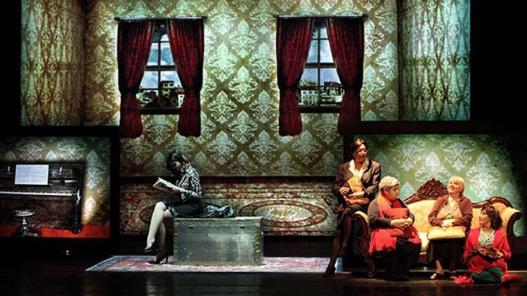 Elif Şafak'ın Baba ve Piç romanı sahneye uyarlandı