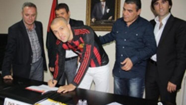 Mehmet Güven imzayı attı