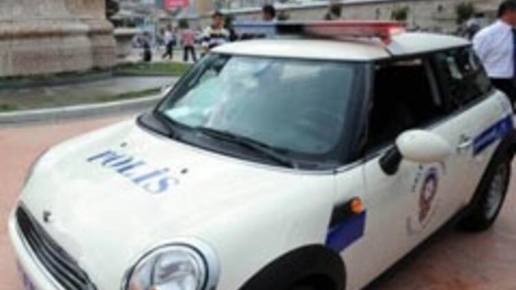 Taksim'de 'Mini Cooper'lı polis devri