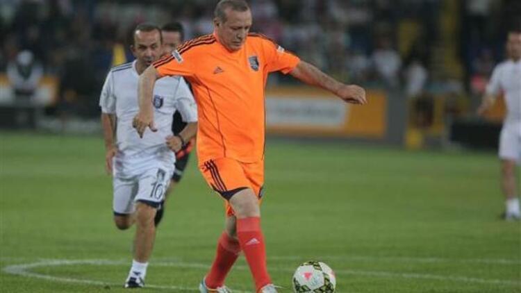 Başbakan Erdoğan Başakşehir Stadı'nı açtı 3 gol birden attı