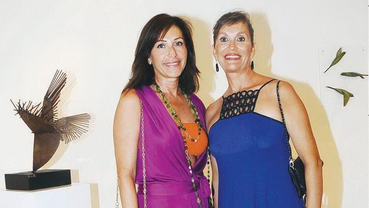 İki kadın 27 heykel
