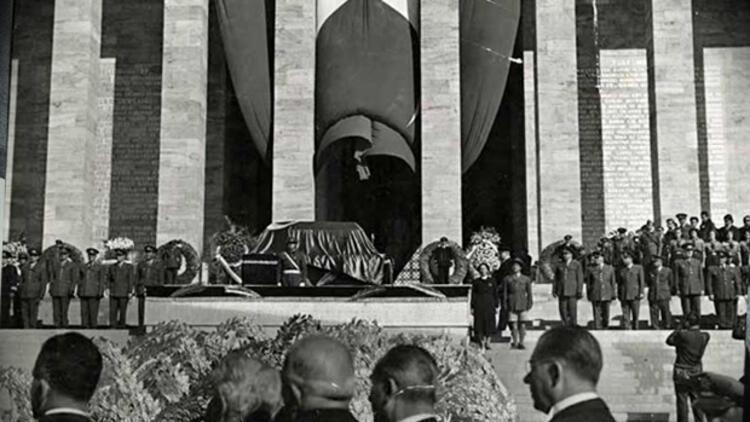 atatürk'ün cenazesi ile ilgili görsel sonucu