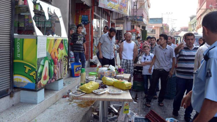 Maskeli ve satırlı grup Suriyelilerin işyerlerini bastı