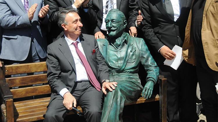 Bornova'da Süleyman Seba heykeli