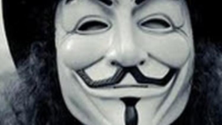 Maskenin altında kim var