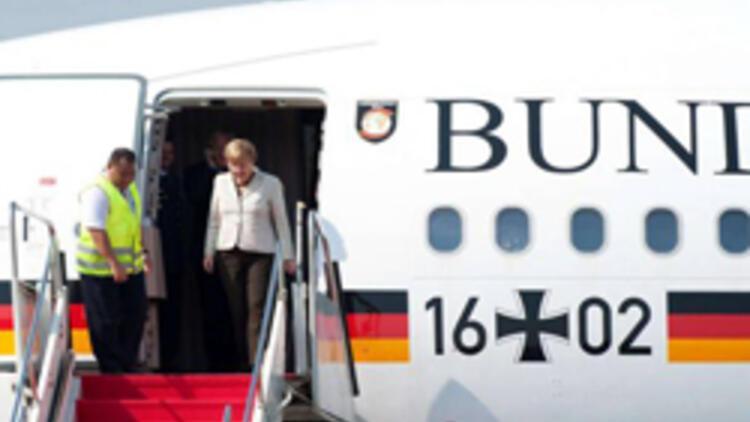 Merkel'in uçağındaki çıplak Türk