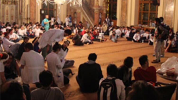 Dolmabahçe Camisi'nin imam ve müezzini gitti