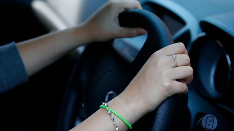 Suudi Arabistan'da araç kullanan iki kadına terörist muamelesi