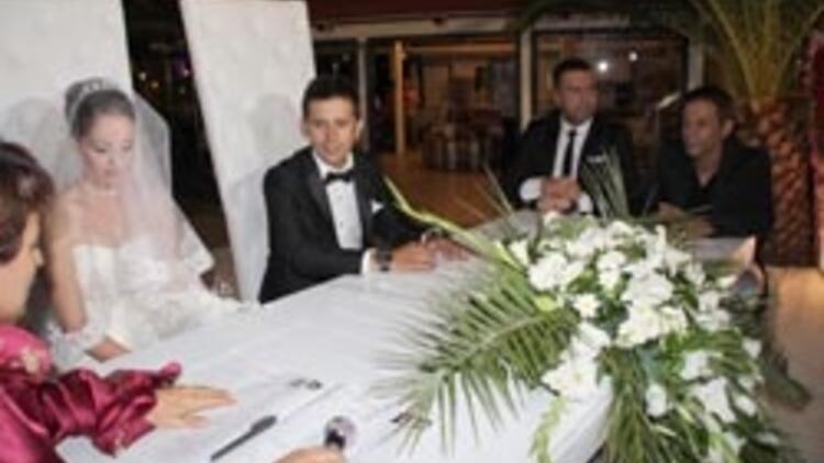Berdan Mardini ve Mustafa Yıldızdoğan nikah şahidi oldu