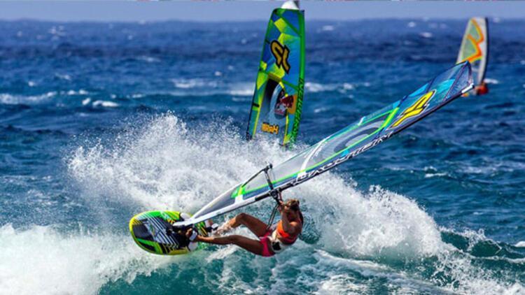 Rüzgar sörfü yarışları devam ediyor