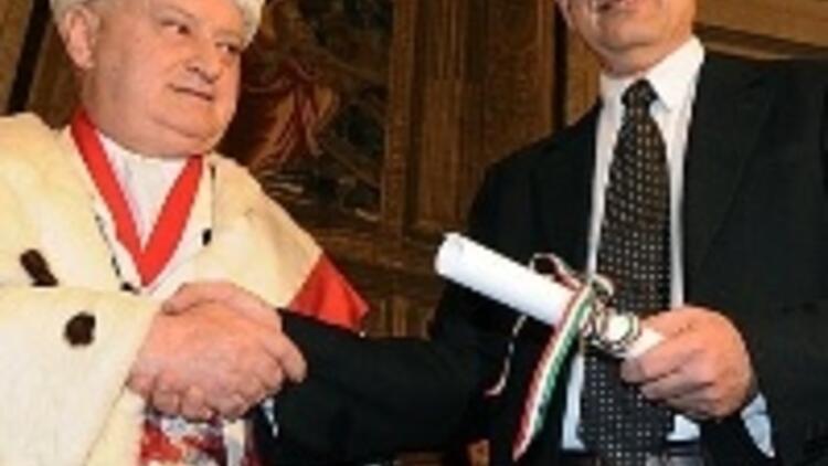 Pamuk'a Floransa Üniversitesi'nden fahri doktora