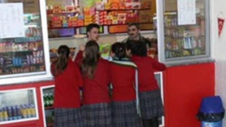 Okullarda cips kola yasağı kalkıyor mu?