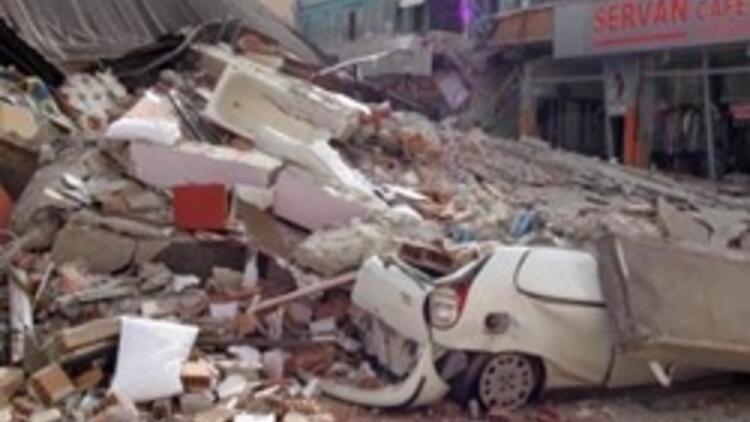 Erciş'te 50 ölü 200 yaralı