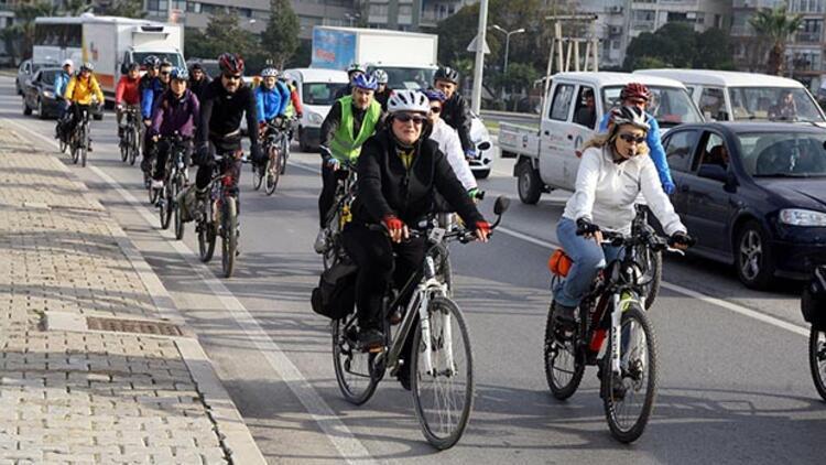Bisikletçilerden ilginç eylem